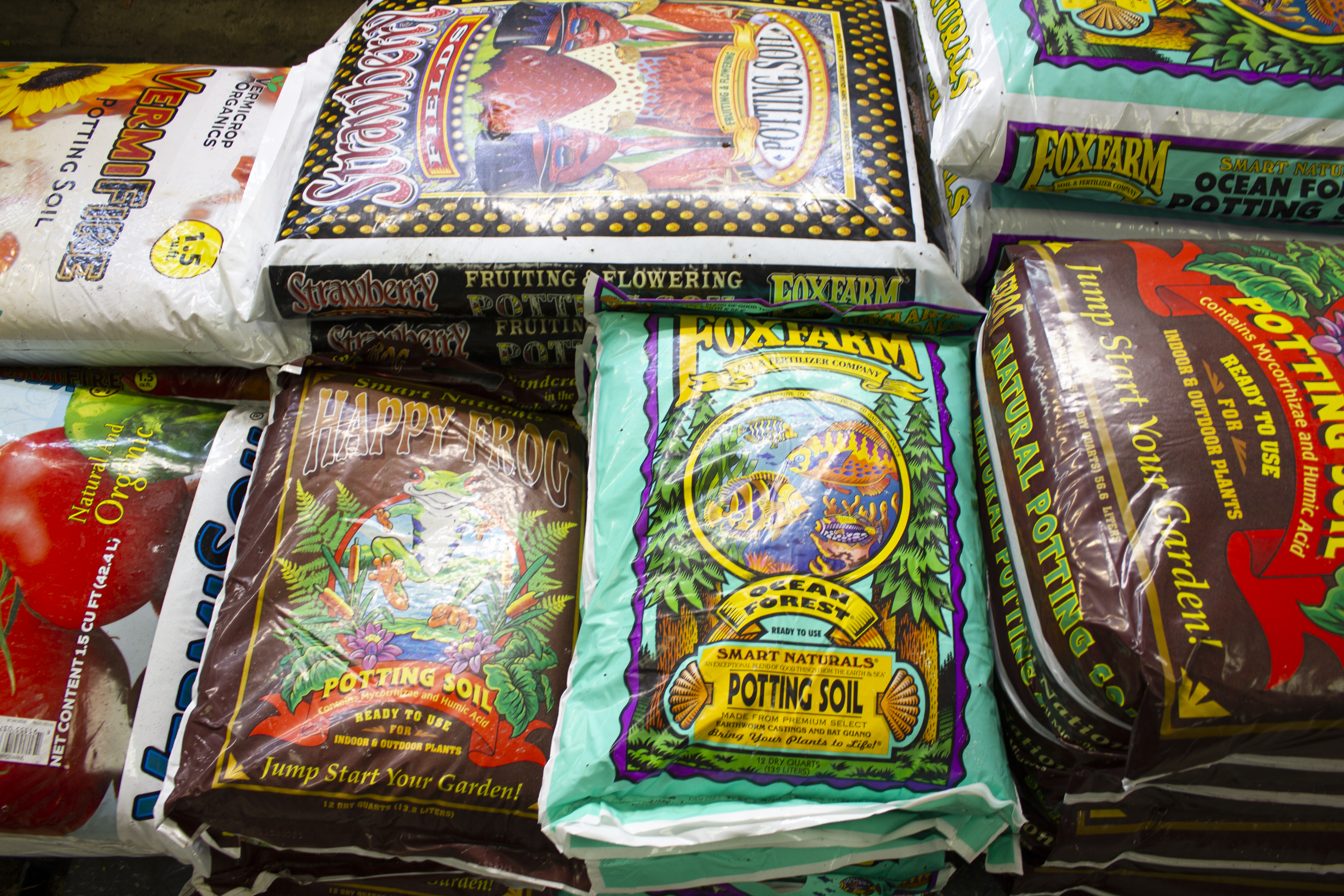 Back by popular demand, our vermicompost potting soil mix is back in stock